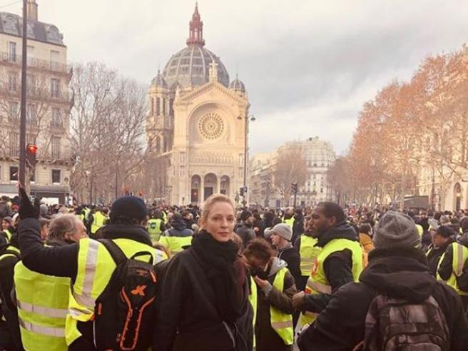 Gilet gialli: anche Uma Thurman al corteo di Parigi Photo