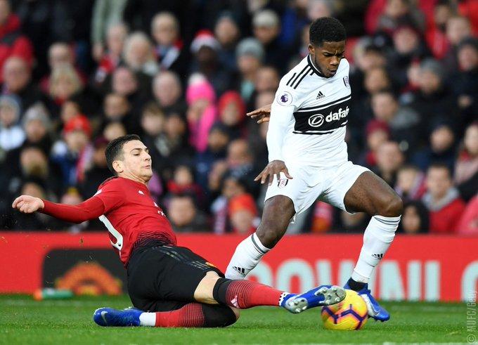 El desempeño de @DalotDiogo ante Fulham fue ____________. Photo