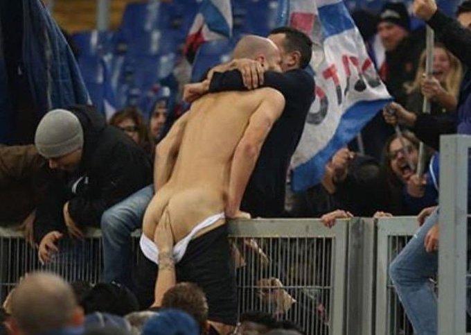 Dopo la settimana contro la violenza sulle donne, quella per la salute della prostata: ben fatto, @SerieA. #LazioSamp Foto
