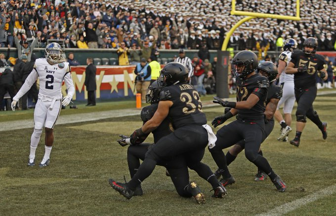 Army takes the 119th edition of the #ArmyNavyGame, with a 17-10 victory. The Black Knights extend their current winning streak in the rivalry to 3. Photo