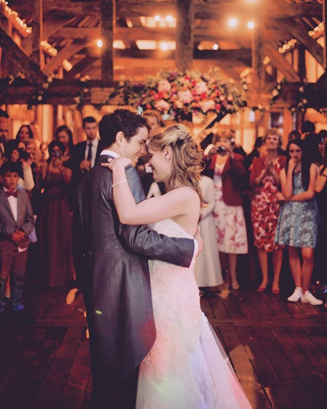 RT @Jason_Leaman The Tithe Barn at Loseley is a gem. It's a space that manages to be both open and inviting and intimate too. When the lights go down there's no better place for hitting the dancefloor for your first dance. The warmth and rustic good yum-yums only add to … https://t.co/15ajuhRX5p