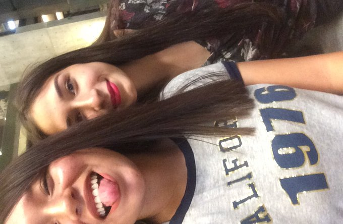 Selfie con mi hermana, no de sangre, pero si de corazón: @smileforlesslie 💓. #Selfie4Polinesios #FandomPolinesio Foto
