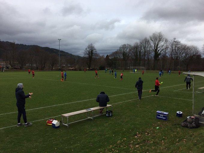 今日の午後はサッカー観戦。 Freiburg U17 vs Hoffenheim U16。 Freiburg vs RB Leipzig。 PTの専門学校に通う菊地や指導者仲間の@seigo_hirakawa と楽しく充実した時間を過ごせました。 Foto