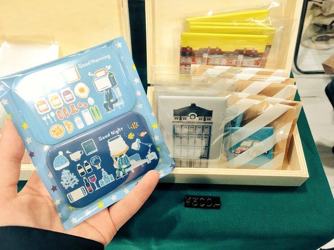 缶バッジ並びました! セットでそれぞれ ¥1,000 ¥500 ¥300 単品で ¥300 ¥200 となっています。 午後もよろしくお願いします〜 #pixelartpark 写真