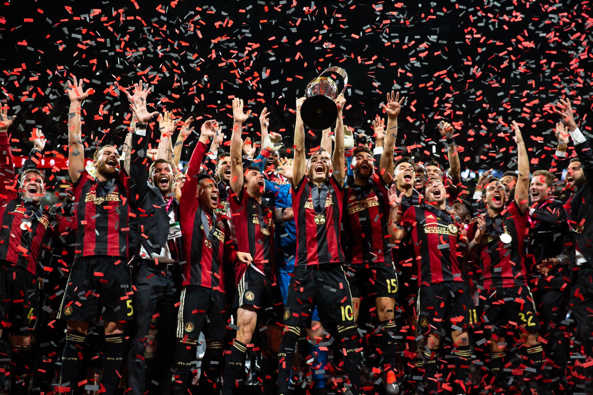 Celebración del título (Foto: ATU).