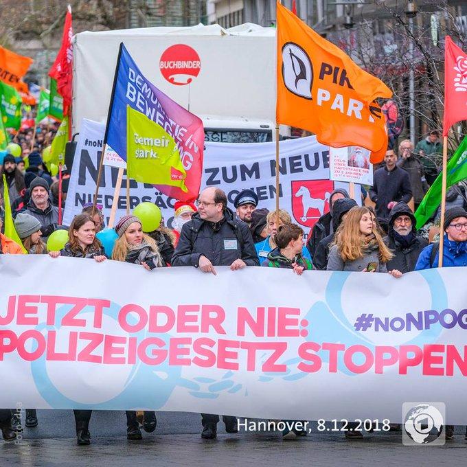Tausende Menschen haben in Düsseldorf und Hannover gegen die geplanten Polizeigesetze für Nordrhein-Westfalen und Niedersachsen demonstriert. #noNPOG Foto