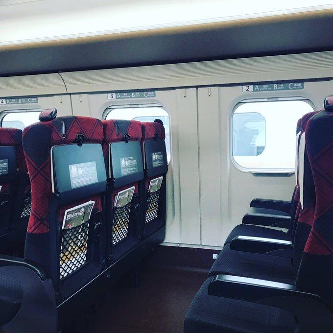 いま長野駅。北陸新幹線が停電のため運転見合せでしたが臨時便に乗り込みました!これから富山へ〜〜。告知してないけど演奏しに! 写真