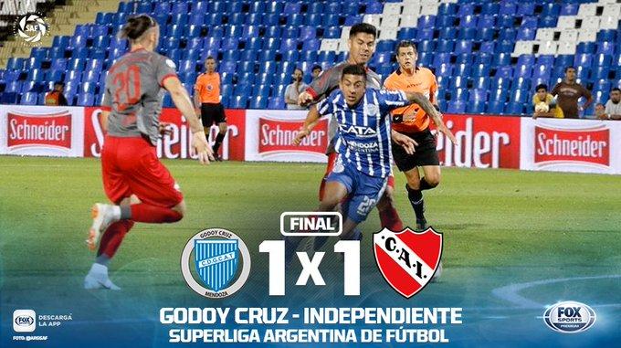 ¡IGUALDAD EN MENDOZA! #SuperligaxFOX | Godoy Cruz e Independiente no se pudieron sacar ventajas en el Malvinas Argentinas y empataron en uno con los tantos de Ángel González y Mexi Meza. Foto