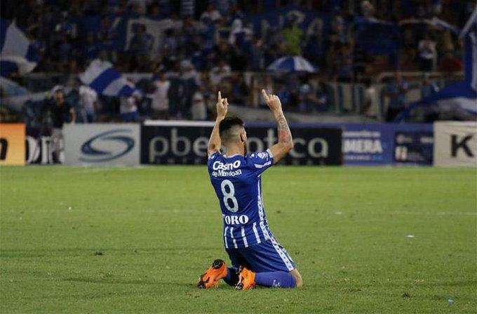 Ángel González llegó a los 100 por @MasiLucas vía @bodegue Foto