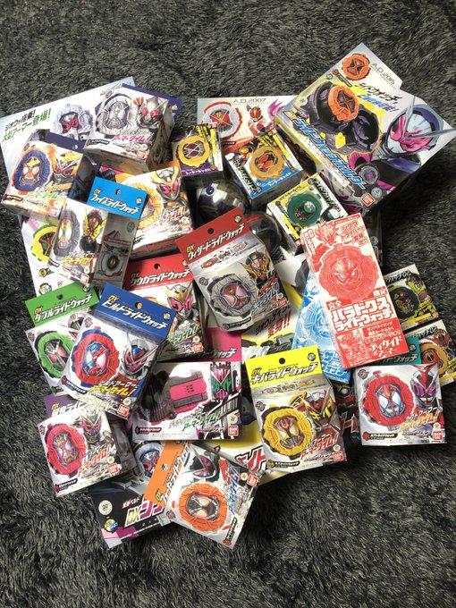 ライドウォッチの為に 9月から買い続けてたら かなりの箱の量になってしまった…。 この中には、買ったままで 開けてないやつもあるんだよなぁ💦 写真