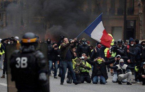 События в Париже как будто бы специально проходят для российского телевидения - #Днепр #Дніпро Фото
