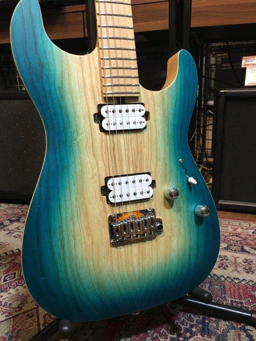 【オーダーギター入荷情報】 夏頃にオーダーしておりましたSaitoGuitars「S-622」が遂に入荷しました! カラーは鮮やかなグラで―ションが特徴の「Morning Glory」。 最近はYouTubeなどでもその品質は実証されていますね。 ご興味のある方は是非一度お試しください! Photo