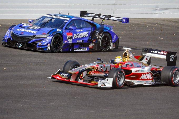 2018年のチャンピオン2台が並行走行なんて夢みたいだ‼️😭😭😭 SF:TEAM MUGEN 山本尚貴選手 SGT:RAYBRIG NSX-GT ジェンソン・バトン選手 (@JensonButton) #HRTD #HRTD2018 写真