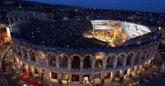 Arena di Verona, lo sciopero dei lavoratori fa saltare il concerto dell'Immacolata Foto