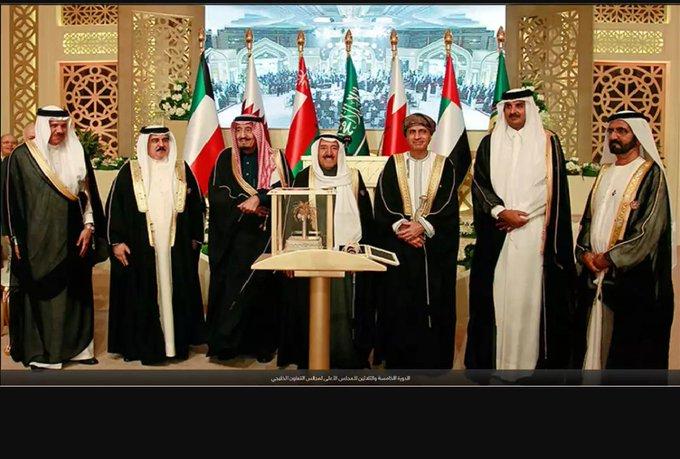 نسأل الله تعالى أن يجمع شمل أبناء الخليج وأن يرد كيد الكائدين في نحورهم #القمة_الخليجية_الـ39 #نخبة_مغردي_عُمان صورة فوتوغرافية