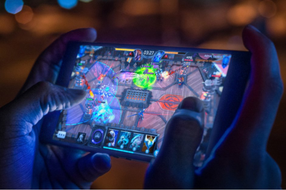 Razer Phone 2 update adds some nifty camera and audio improvements -  http://www. phonearena.com/news/Razer-Pho ne-2-update-camera-improvements_id111767 &nbsp; … <br>http://pic.twitter.com/5eNZgdPNfb
