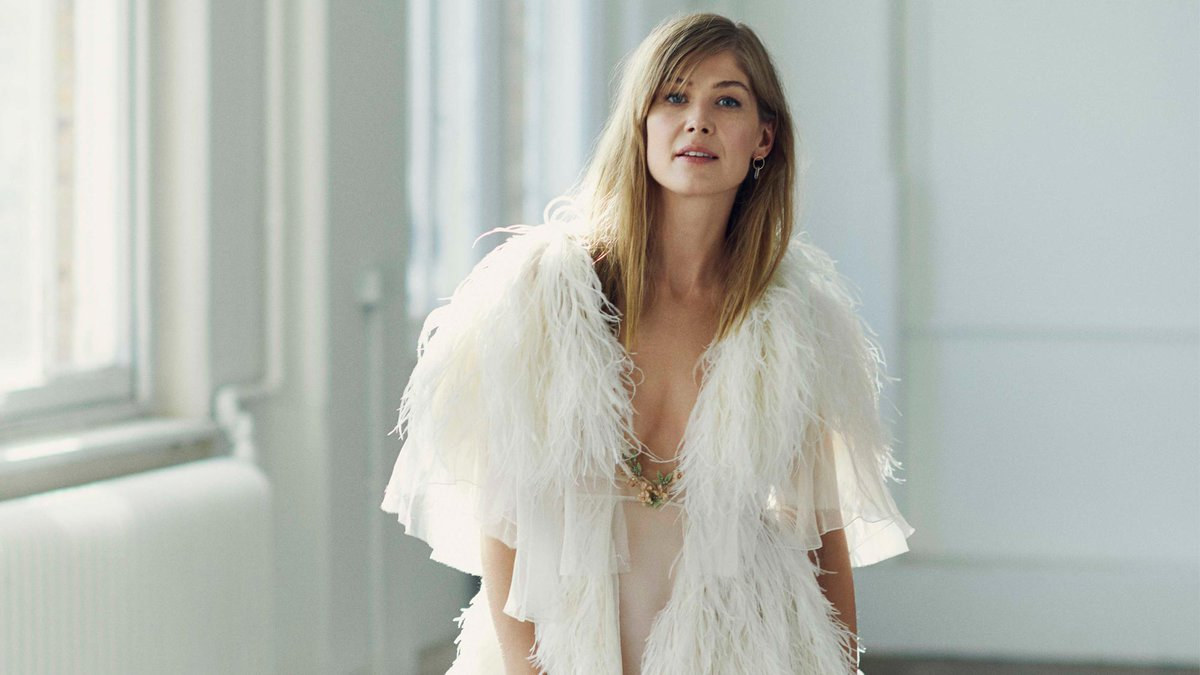 Rosamund Pike talks fear, anger and why her latest film role is her most challenging yet  http:// marieclai.re/j7enIB  &nbsp;  <br>http://pic.twitter.com/h6MwHrDYvN
