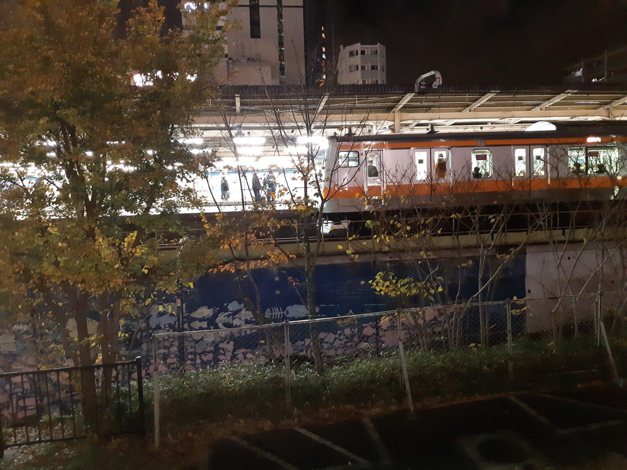 中央線の中野駅で人身事故の現場画像
