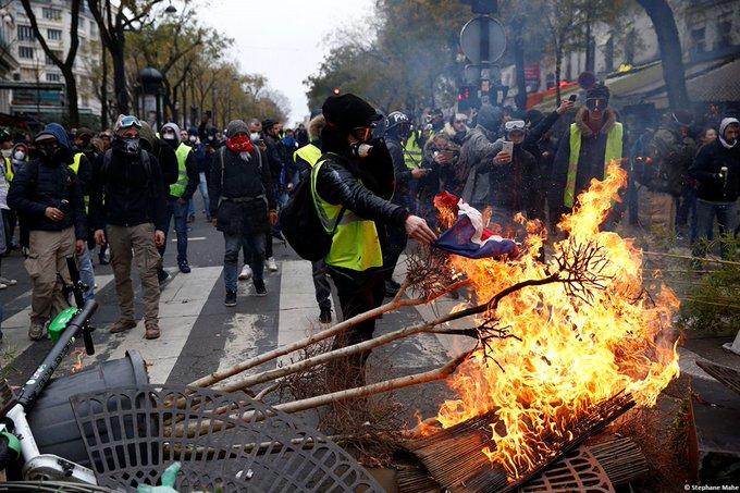 СБУ увидела руку Кремля в организации протестов во Франции Фото