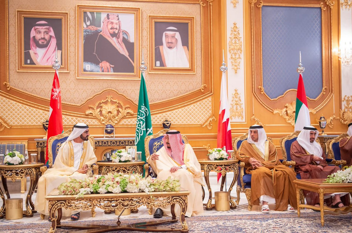 The arrival of GCC leaders to attend the Gulf summit ... and King Salman at the reception Dt96RoMX4AAl0v_