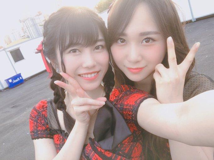 ありがとうございました😊 タイのみなさんの熱気すごくて、楽しくて、 途中で三つ編みが片方取れちゃいました、、 ハート型ウイルスも歌わせていただきました💉 このあとの握手会よろしくお願いします!! #MAYAMusicFestival #AKB48 ภาพถ่าย