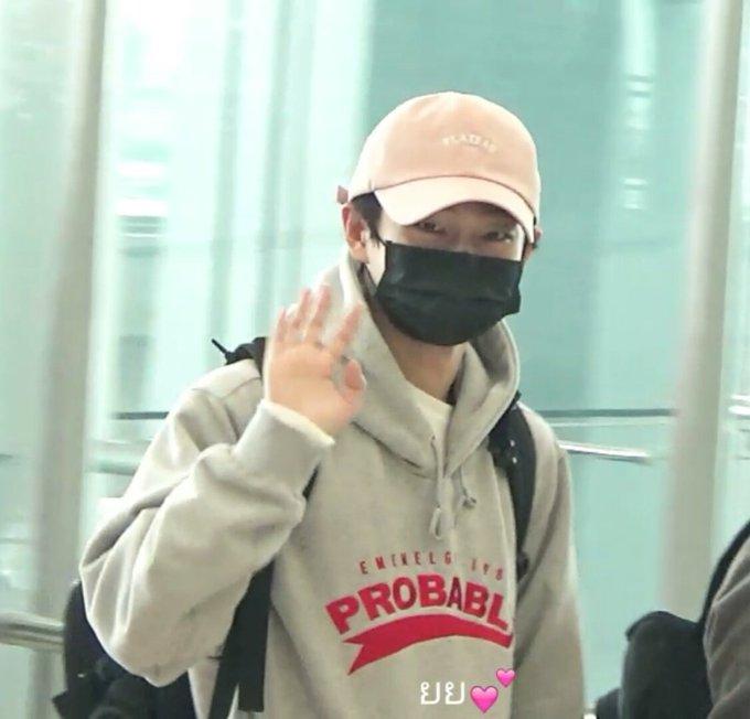 OK! เช็คชื่อ !!!!!!!!!!! กลับดีๆนะคะ 😘💕@LONGGUOofficial 💙 #JinLongGuoFridaynNightinBKK ภาพถ่าย