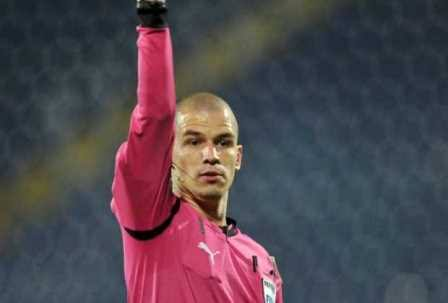 I wish @OfficialPSL can always give us this refree👇👇👇 Victor Gomes,he is my best referee,my team lost but no complains on his salute you Mr Gomes Photo