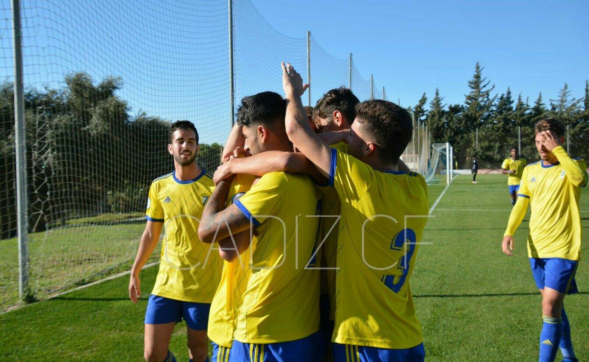 El Cádiz B celebra su gol ante el Guadalcacín (Foto: CCF).