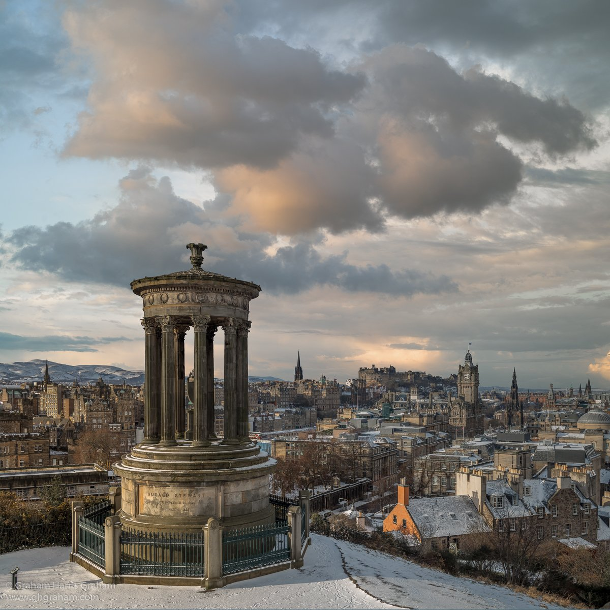 A rare, tourist free moment in #Edinburgh: daybreak in early March as a late winter storm finally clears from the snow covered city skyline. #Scotland<br>http://pic.twitter.com/HMlIKxyWgt