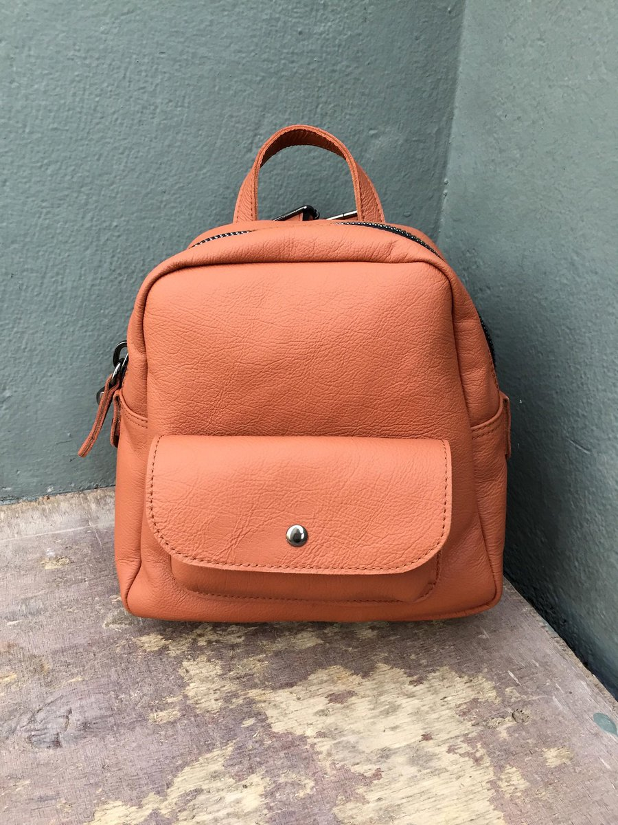 d267a8f212df cache leather bags on Twitter