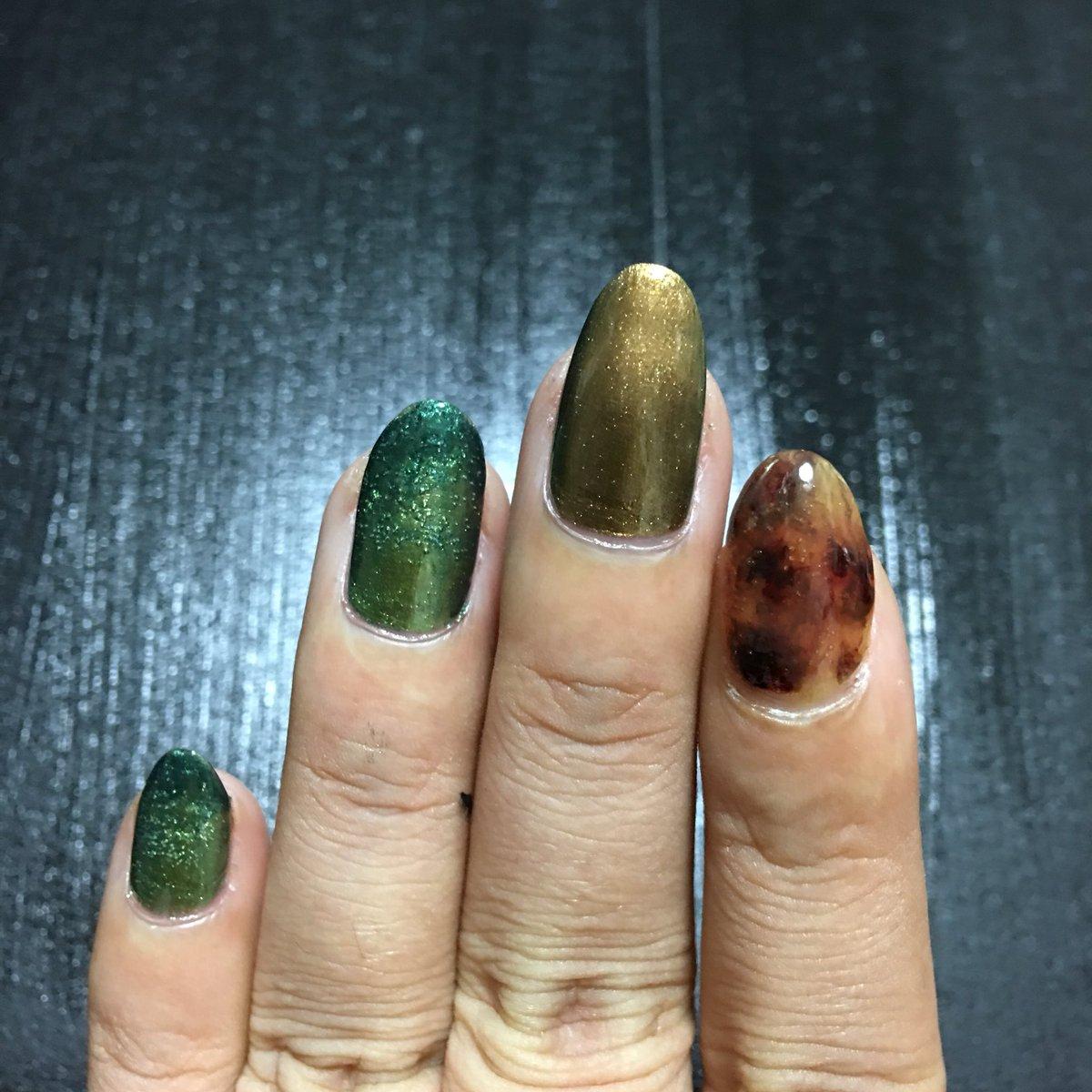 test ツイッターメディア - 什器塗りながら自分の爪も塗る! 気泡も計算ということで?? キャンドゥの速乾トップコートもなかなか優秀!  #ANASUI  #キャンドゥ https://t.co/fpCGKgw1we
