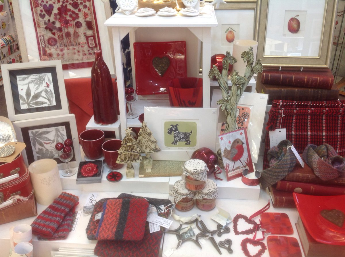 Oriel Makers is all set up for Christmas Shopping! Come in for a browse and some friendly chat! We are open on Mondays throughout December!  #shoplocal #handmadechristmas #handmade  #giftsforher #giftsforhim #