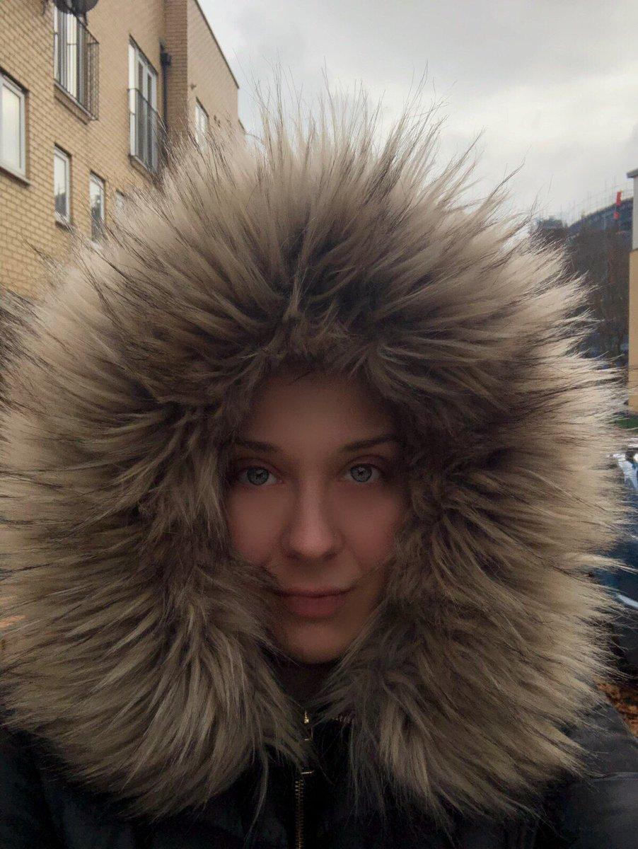 Δώστε μου ένα baby καγκουρό να αντιγράψω σωστά τη @gisele 😂🤣 (Instagram London November 2018 ➡️ Vogue Paris August 2017) . . . #london🇬🇧 #london #londoner #londoners #uk #travelblogger #travelbloggerlife #visitlondon #thisislondon #greekvloggers #greekvlogger #winter #cold