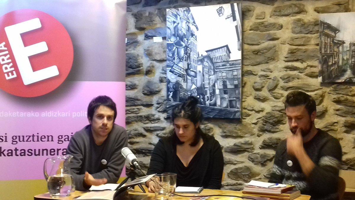 🔴 ERRIA aldizkariaren 2. zenbakia ari gara aurkezten #Gasteiz-ko @halabedi Tabernan.   #Herrigintza ardatz hartuta edukian sakontzen @potxandio eta @iratxee3h   #HERRItmoaBIZItu