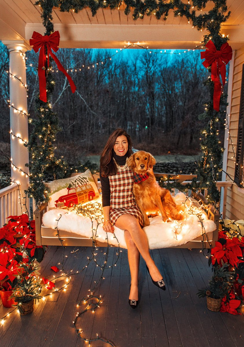 New Post: Dressing for the holidays (offering a special @KJP discount for CGWP readers) classygirlswearpearls.com/2018/11/dressi…