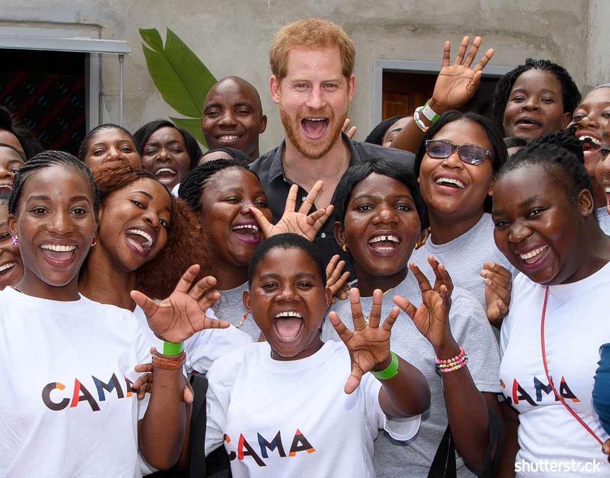 #PrinceHarry poses with members of CAMA the alumnae network of CAMFED during his visit to Zambia + more daily photos of the #RoyalFamily shutr.bz/2As13ku | 📸 Tim Rooke/Shutterstock