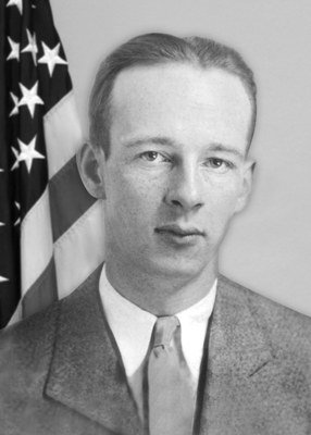 "#OTD: The FBI remembers Special Agent Herman E. Hollis who was mortally wounded while he and Special Agent/Inspector Samuel P. Cowley were trying to capture Lester Gillis, aka ""Baby Face"" Nelson on November 27, 1934. #WallofHonor   http://ow.ly/HzBh50jO8Ol"