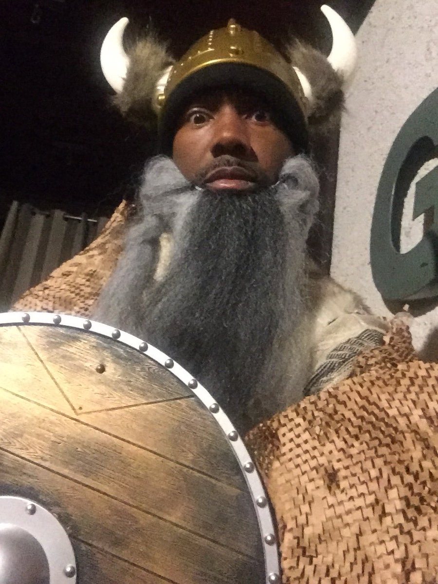 Just a reminder that @HistoryVikings returns tomorrow on @HISTORY at 9/8c. No, not the @Vikings. #WhoWantsToBeKing?