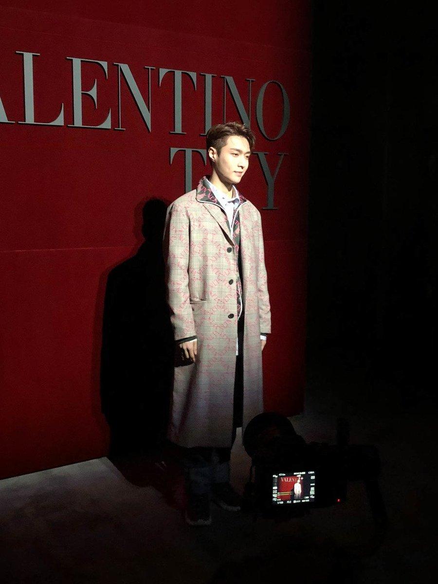 昨夜「ヴァレンティノ」が東京でショーを開催するまでに何が起こったか?インスタからランウェイのゲストまで一部始終をレポート(動画も視聴可) 写真のゲストは、EXOレイ、パフューム、ディーンフジオカ