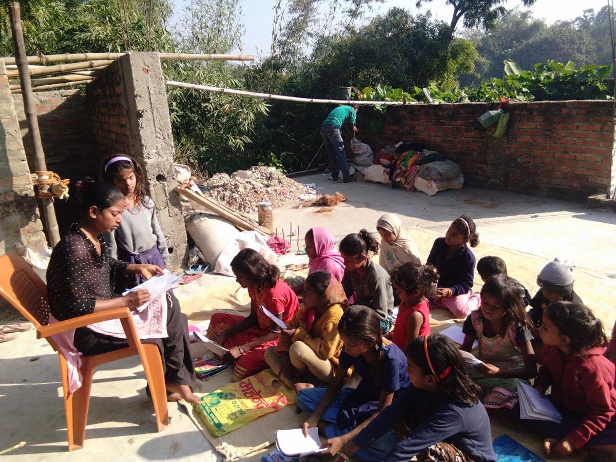 हमारे टीम के सदस्य गुड़िया कुमारी मधुबनी जिले के हरलाखी प्रखंड अंतर्गत उमगांव में शिक्षा से विमुख हो रही महादलित बेटियों को शिक्षा से जोड़ने का प्रयास कर रही है। आज तक हमने कई महादलित बस्ती के बच्चों को शिक्षा से जोड़ने का काम किये है। @NitishKumar @JitanramMajhi