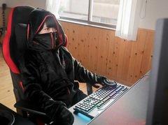 Bauhutte,「着る毛布」のゲーマー向けモデル発売