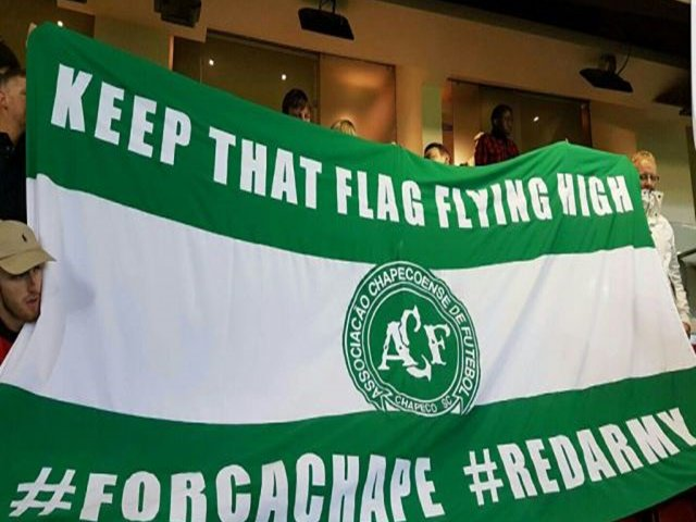 Keep that flag flying high, Chape! Nunca Serão Esquecidos.   #PraSempreChape 🌹💚 #VamosChape  #RIP #Respect #MUFC #RedArmy #ForçaChape
