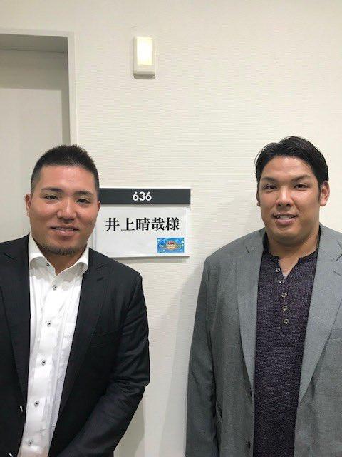 収録終了!共演したライオンズ山川選手と2ショット。来年の健闘を誓い合いました。(広報) #chibalotte