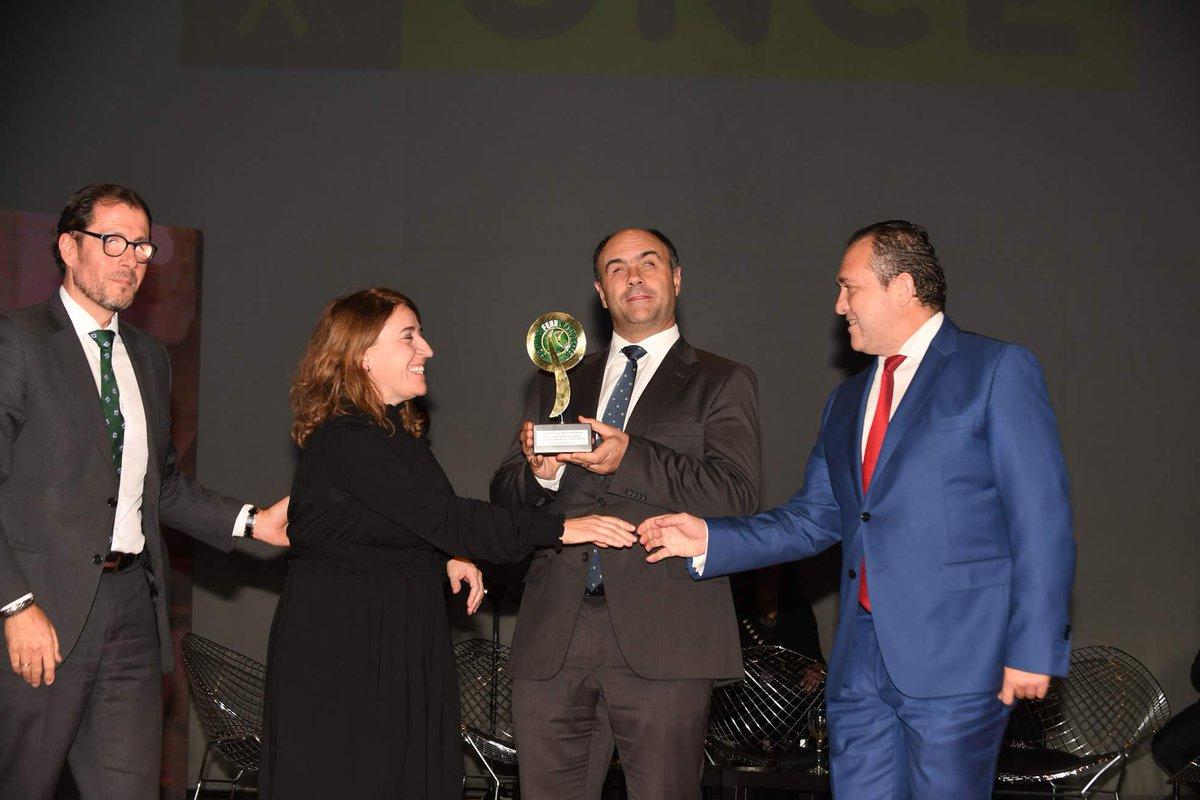 Fotografía durante la recogida del premio a Esplore