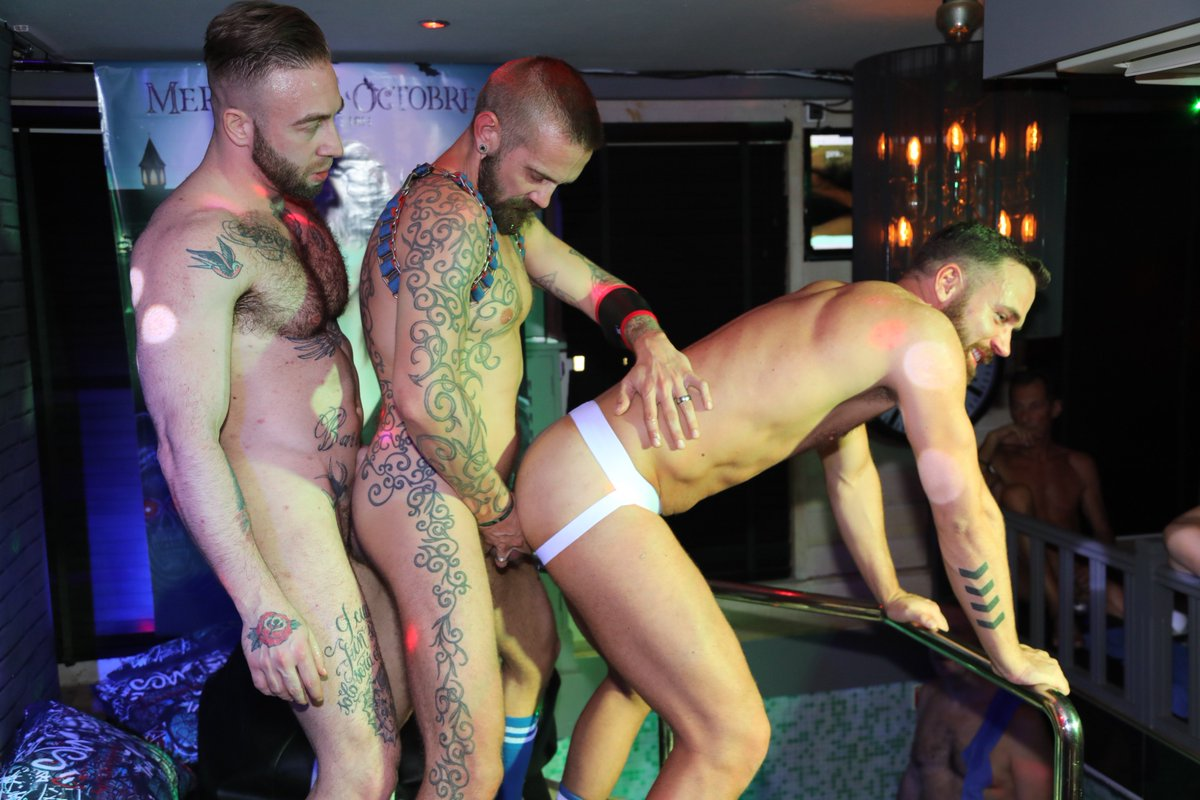 bar gay sexo
