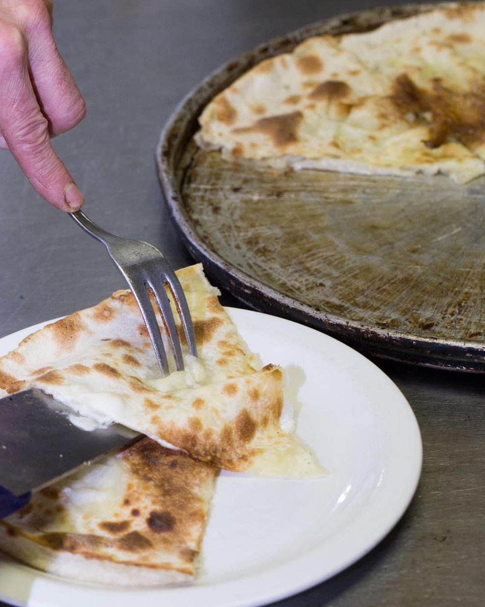 One of the best speciality from #Liguria: #FocacciaFormaggio.  Two layers of unleavened dough, filled with heaps of soft, fresh #stracchino cheese; a messy, melted paper tray of heaven! theshakespearebarbican pic.twitter.com/JLiacXL3NM