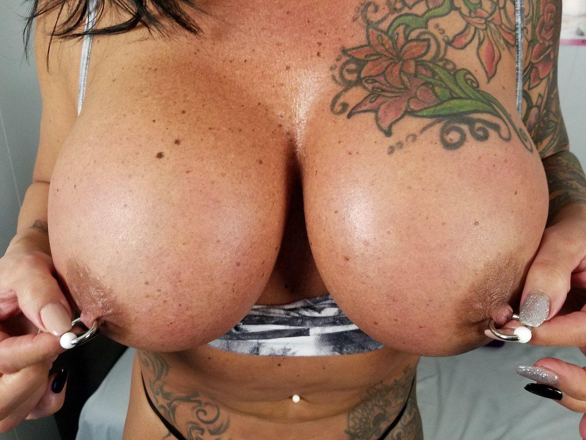 Blonde bbw with pierced nipples frees her huge boobs