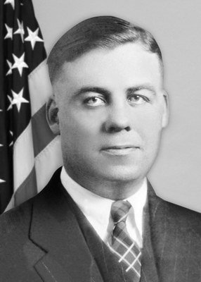 "#ICYMI The FBI remembers Special Agent/Inspector Samuel P. Cowley, who died as a result of wounds sustained on 11/27/1934, while Cowley & Special Agent Herman E. Hollis were trying to capture Lester Gillis, aka ""Baby Face"" Nelson. #WallofHonor #OTD  http://ow.ly/H9BK50jOIEt"