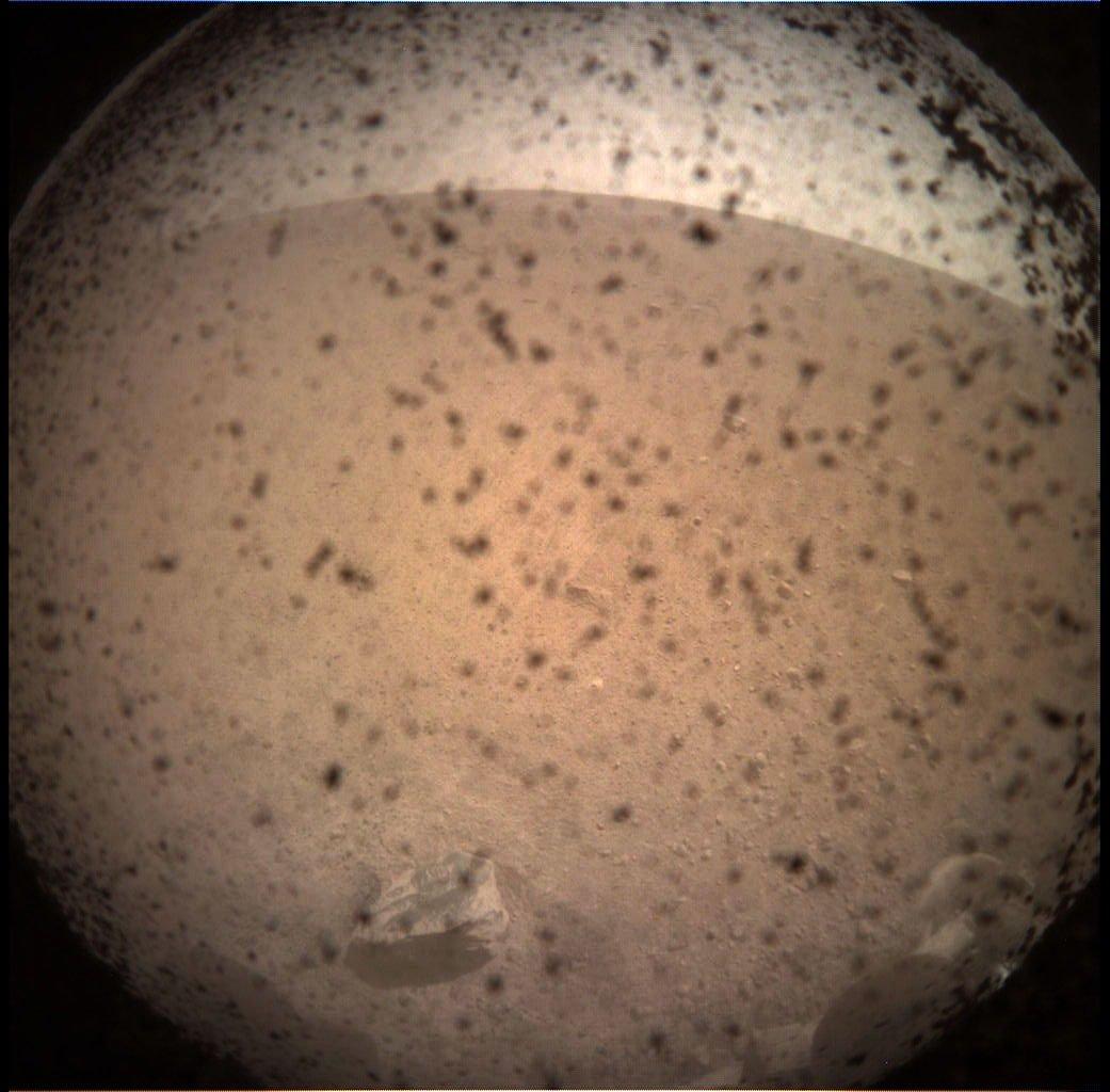 InSIght's first image from Mars! Ooooh.   #MarsLanding #MarsImage #Mars #InSightMission  https://t.co/S904WrqbDd