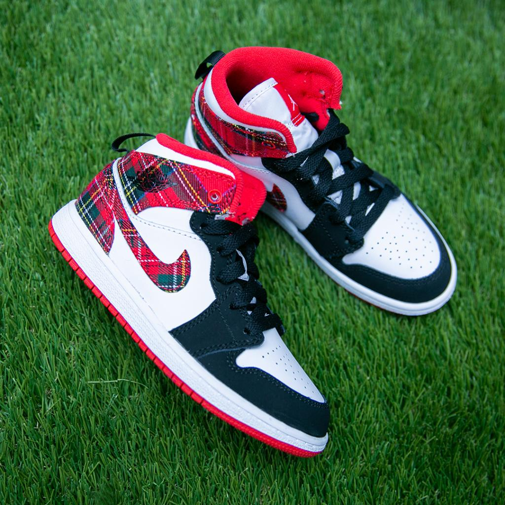 830790b562e  Tis The Season Red Plaid hits this new Air  Jordan 1 Mid. Pick them up in  stores and online now in Pre-School sizing!